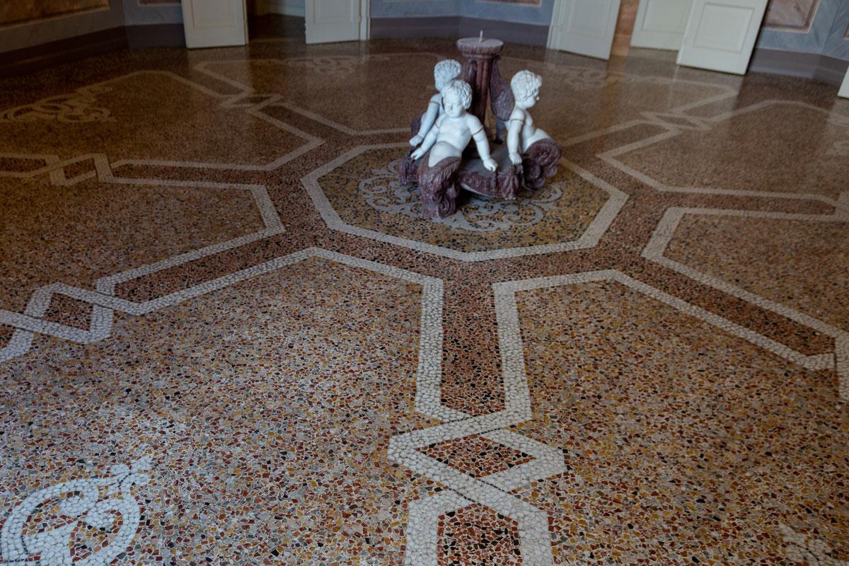 - Andrea Ex Villa Porro - Besana Mosaicista Torino